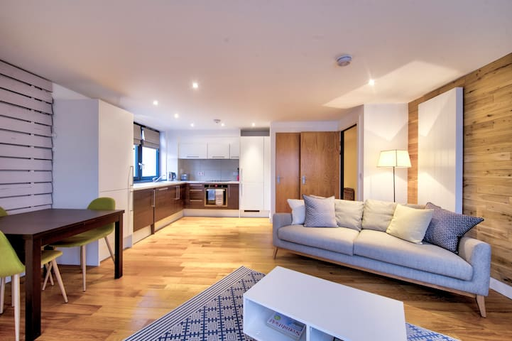 Stylish City Centre Apartment for Two