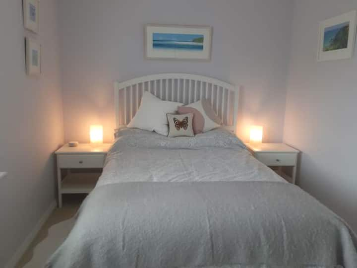 Cosy room with bathroom in Newquay, Cornwall