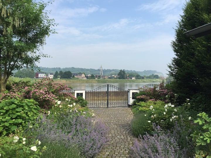 Idyllisch verblijf aan de Maas vlakbij Maastricht