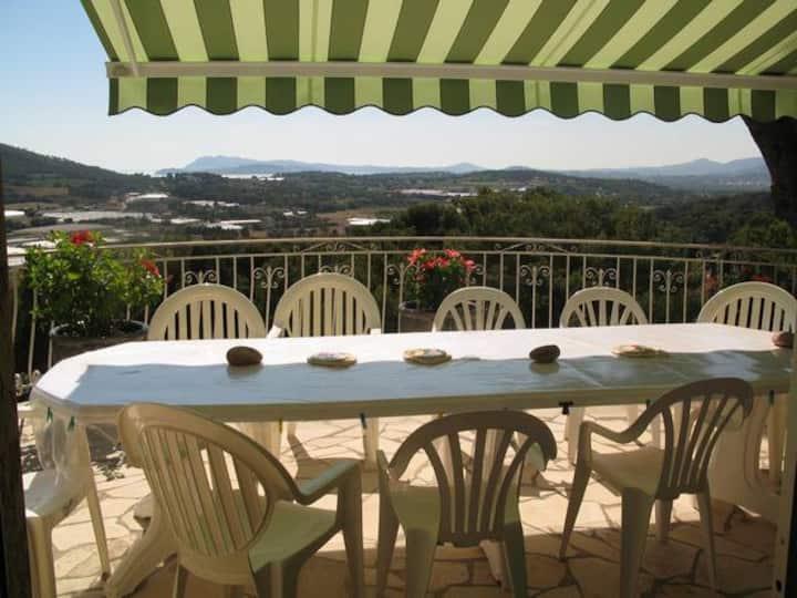 Villa très belle vue, au calme, à 1,5 km mer