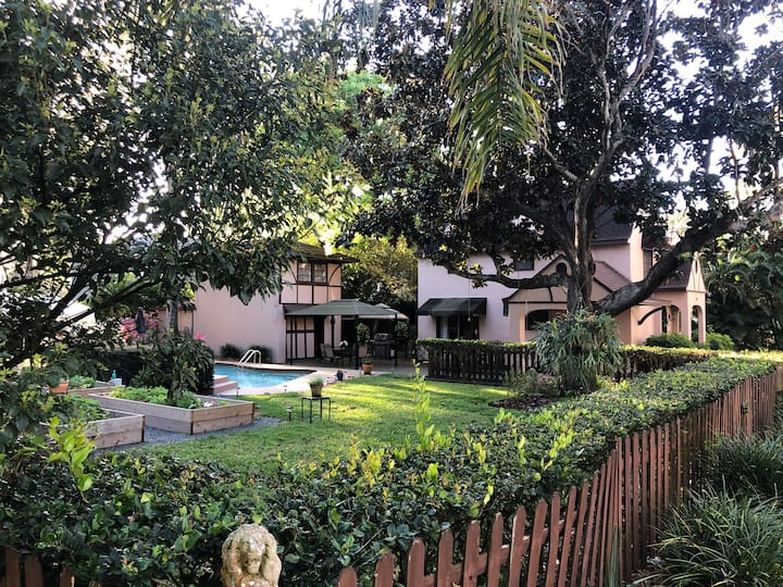 Woodlawn Guest House & Private Paradise