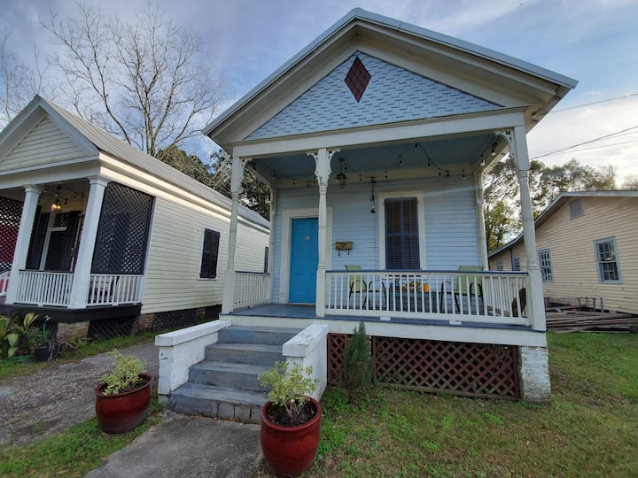 Private room in a charming shotgun house (in OGD).