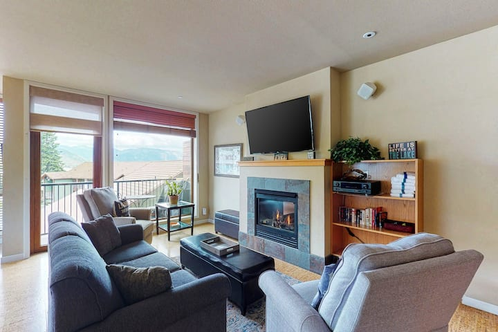 Shared pool, hot tub and other amenities plus a balcony and fireplace!