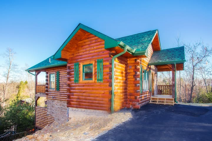 Brother Bear Cabin BRAND NEW W/ Heated Pool & View