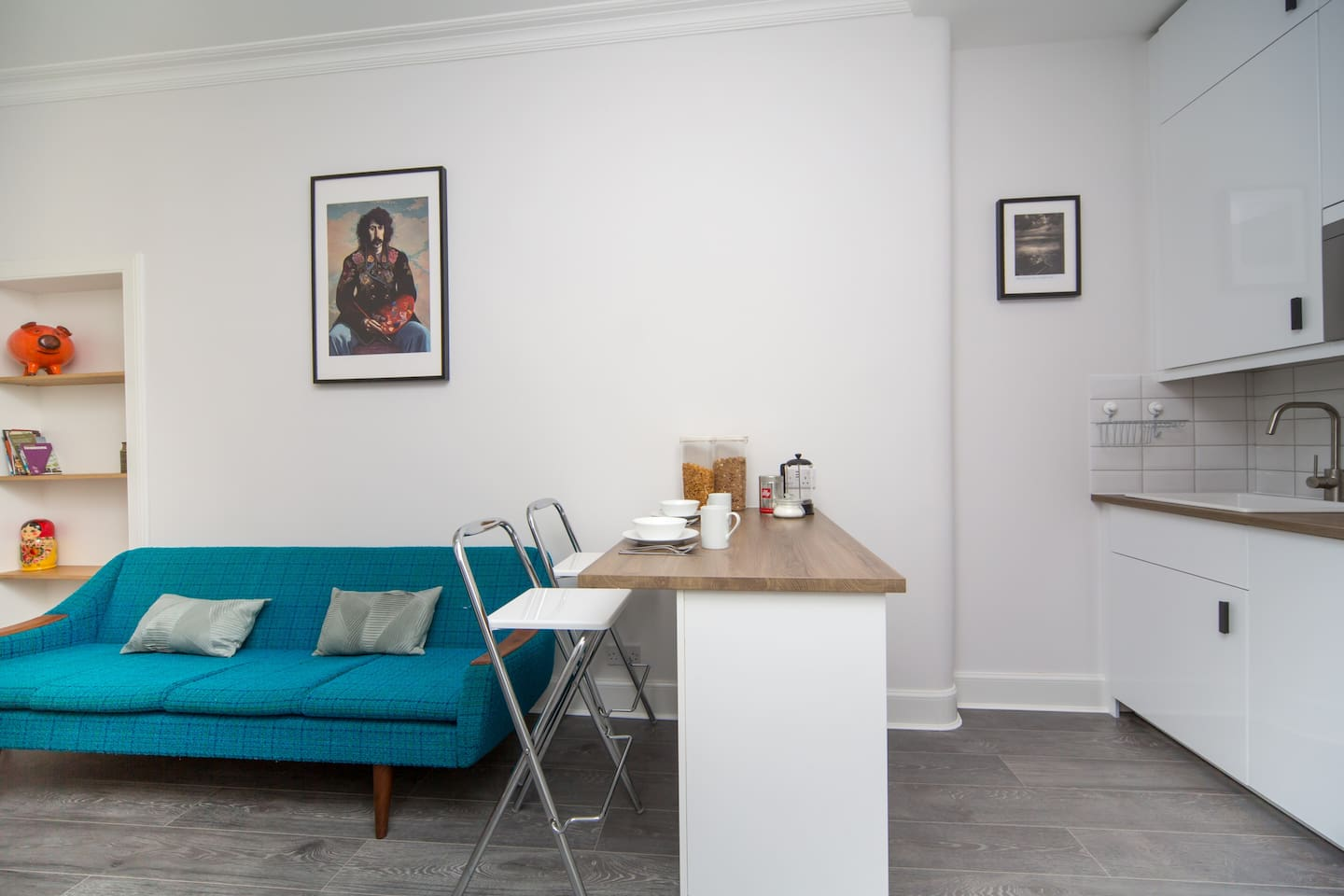 This bright traditional Edinburgh apartment, full of designer funiture, has recently been refurbished with travellers in mind.