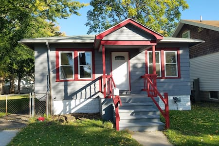 Fabulous 2BR Ferndale house with big yard. - Ferndale