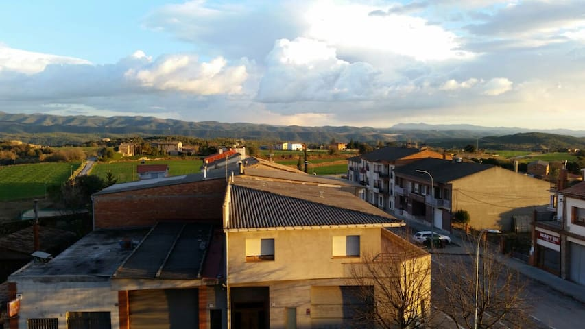 Habitación en amplio piso, tranquilo, rural.