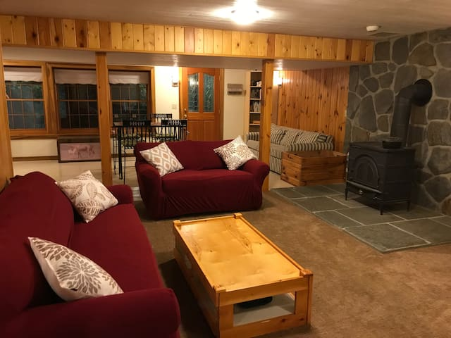 Cozy Private Apartment in quiet North Amherst