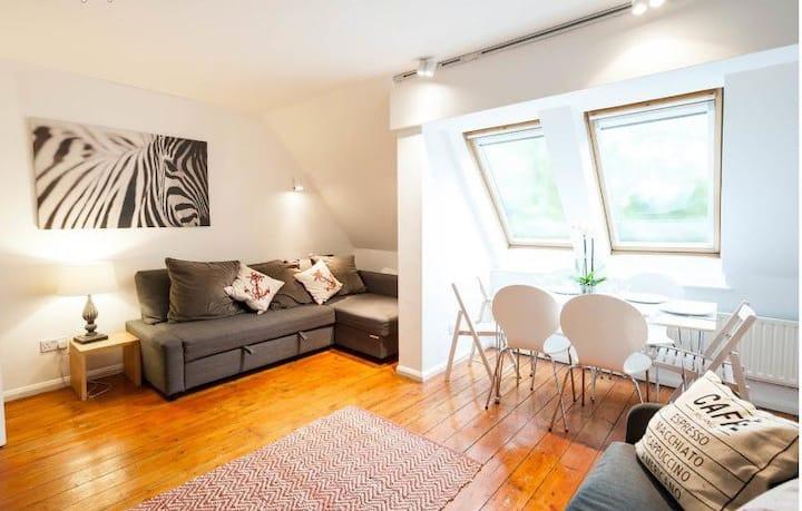 Large spacious apartment sleeps 6-8