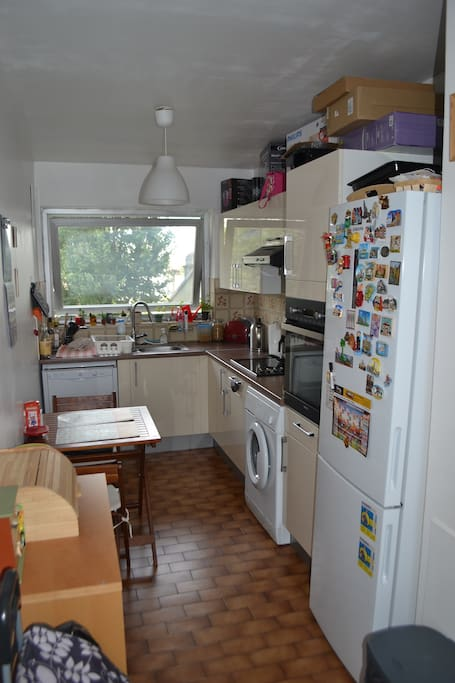 Kitchen with fridge, freezer, oven, cooking hob, washing machine and dishwasher