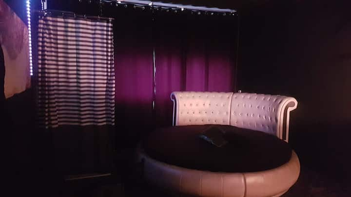 Relax Room with shower in Amstelveen near busstop