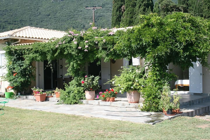 Beautiful villa with pool, Ano Korakiana, Corfu - Korfu
