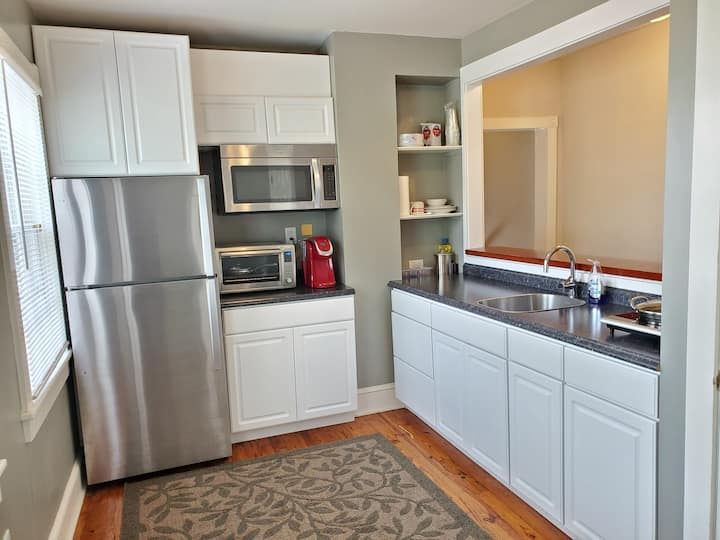 One Bedroom Apt in DownTown Winchester