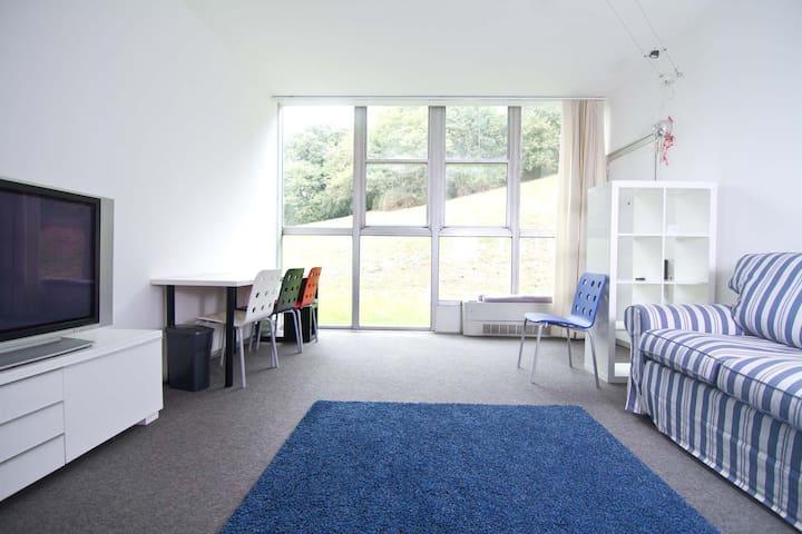 Alloggio in complesso residenziale olivettiano - Ivrea - Apartamento