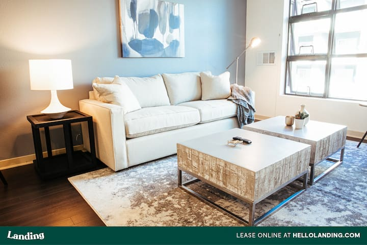 Landing | Luxury Apartment in Mission Bay