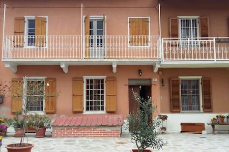 Romantica casetta  inTerra di Santi - Piea - Hus