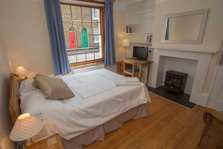 Double room in centre of Canterbury - Bed & Breakfast