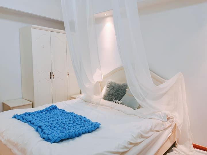 【MAX民宿】市中心万达广场 简约风可海洋球拍照 温馨大床 可做饭 可聚会