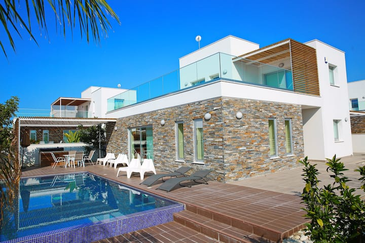 Brand New Luxury Villa + Private Pool