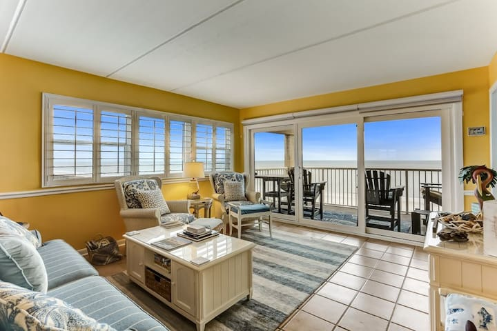 Amelia by the Sea #672: Corner renovated unit right on the ocean.  Enjoy pool, tennis and pier and walk to local restaurant.