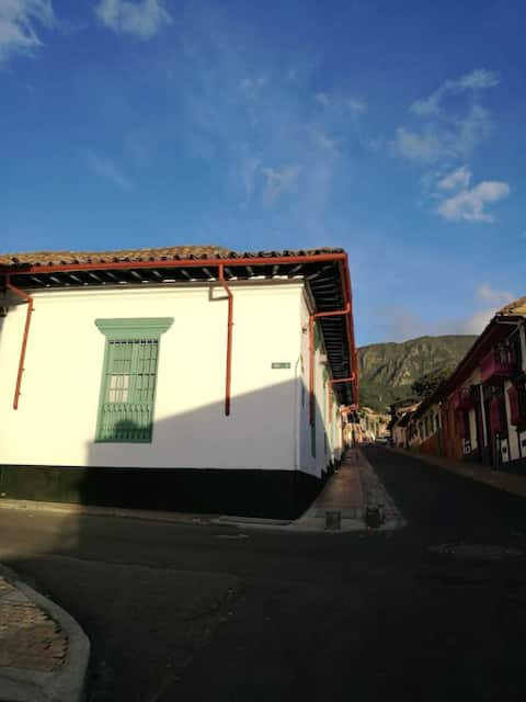 Cozy PRIVATE room in CANDELARIA 25MB Fibra Optica