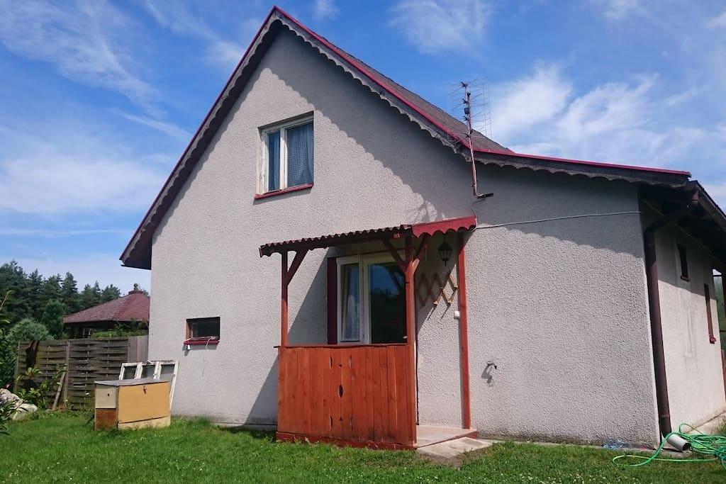 Dom bursztynek domek sad cottage in affitto a for Piani di bungalow di 1500 m