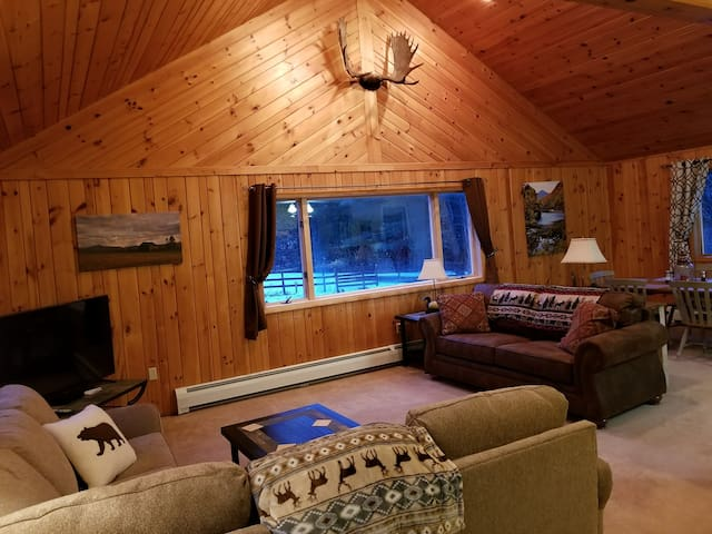 Knotty Pine Lodge