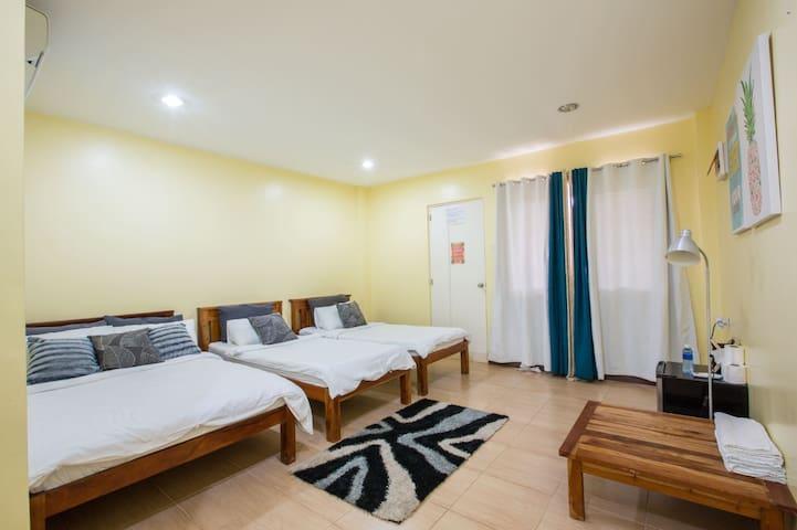 12B (1 Double + 2 Single beds)