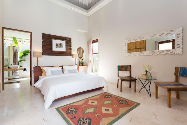 2 Bedrooms Seminyak Linns Villa