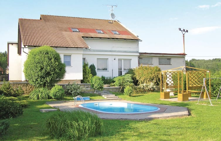 Holiday cottage with 6 bedrooms on 174 m² in Miletin