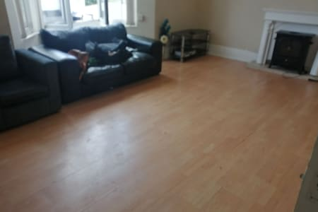 1 bed flat for short stay in Tonypandy.