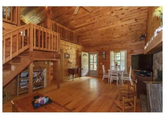 Cute log cabin in the woods - Mebane - Talo