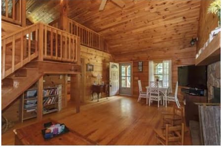 Cute log cabin in the woods - Mebane - House