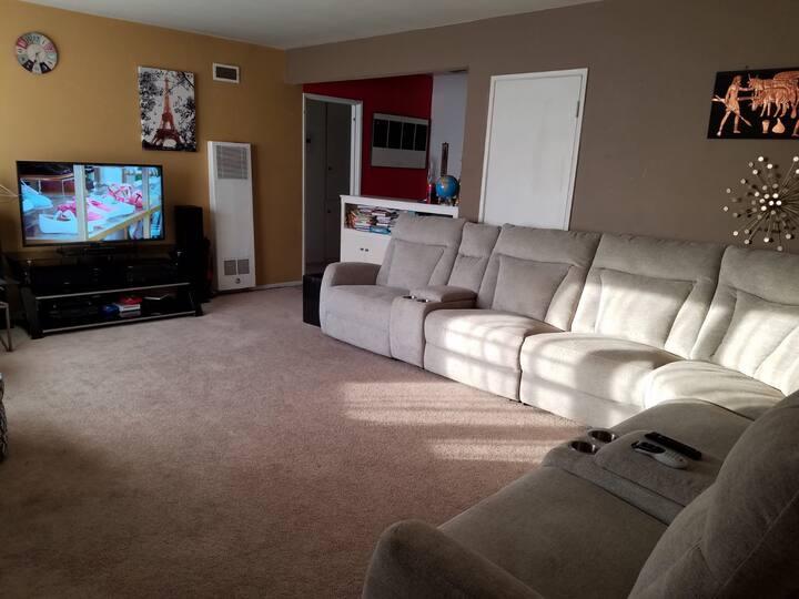 Entire 2 bedroom apartment near Culver City