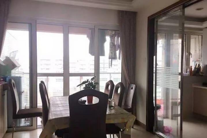 基隆路口 安静小区 24小时保安 - Laibin Shi - Appartement