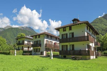 Wunderschönes Appartement mit Terrasse bei Pieve di Ledro
