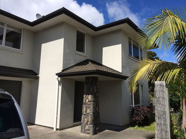 Family home 5 mins from Albany Mall & countryside - Auckland