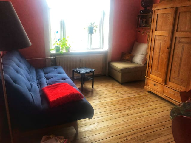 Big  sofabed, workspace, kidsroom, shared kitchen