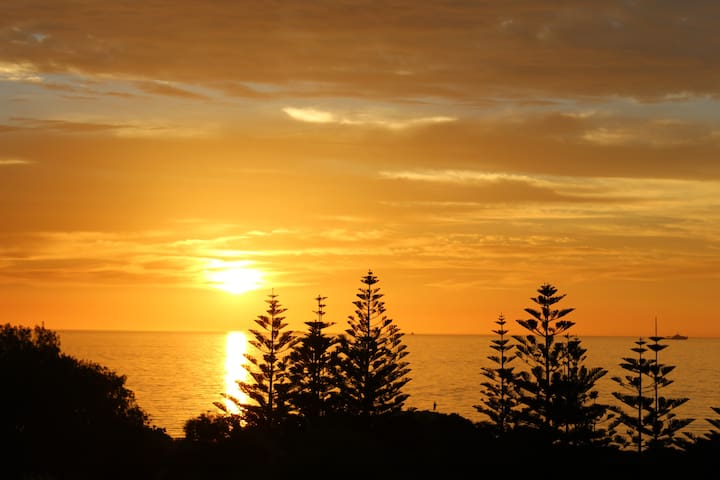 South Beach Place - Private Floor with Ocean Views - South Fremantle - Apartamento