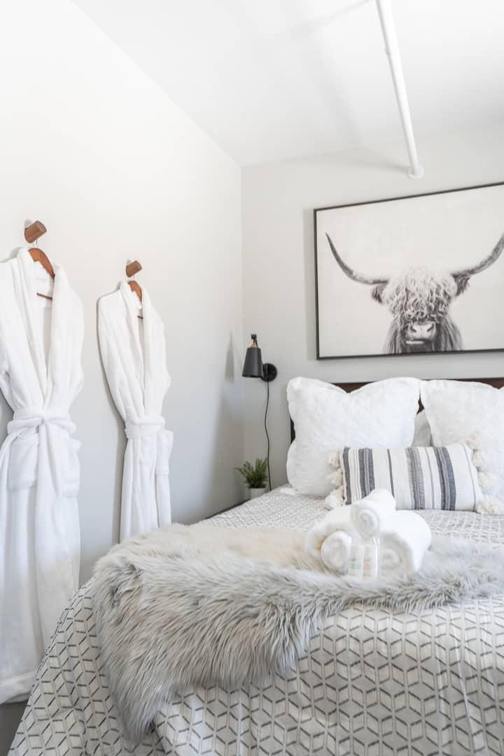 Trendy Cozy Loft in Downtown Sturgis