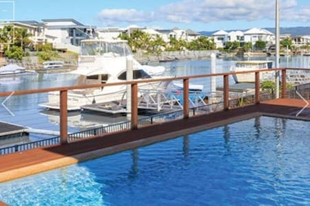 Luxury/Location/Weather/Pool/Fishing/Theme Parks! - Helensvale