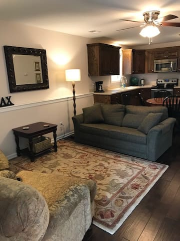 NEW! King Bed Townhome 2B/2B Near All Things KC!
