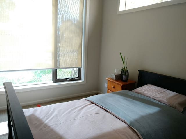 Frankston close to beach      Single room