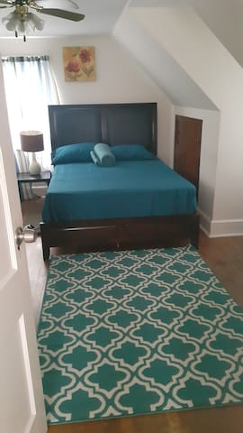 Comfy room  - close to the beach and Universities