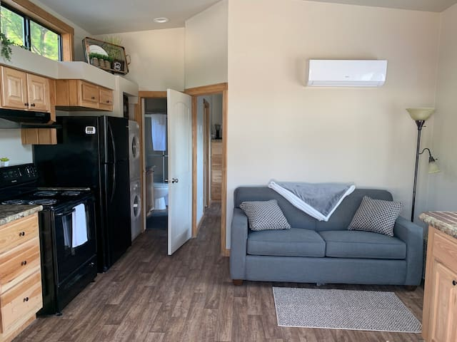 Awesome Tiny home right next to Beaver Lake (B)