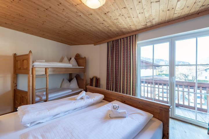 Die feine Herberge - Family room with balcony