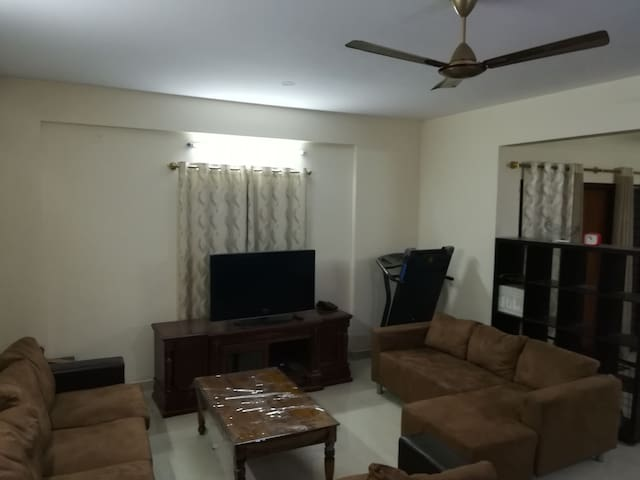 Large Apartmt nea city,Airport Mathikere Bengaluru