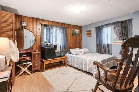 Serene Bedroom, neighboring New River Gorge Bridge