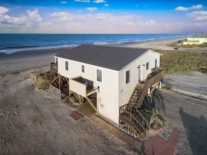 OCEAN FRONT,FENCED YARD ,  PET FRIENDLY, WALK-ABLE