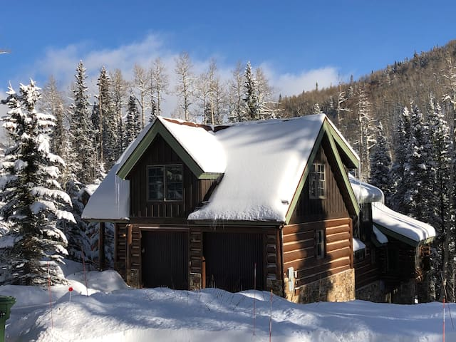 New Listing: Luxury Ski-in Chalet w 5BR in MV